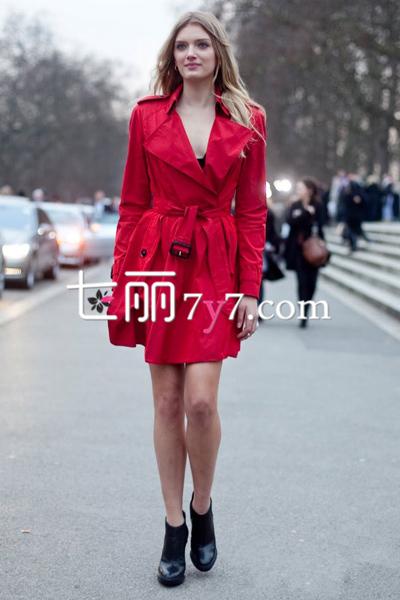 女士时尚风衣冬装外套搭配 下衣失踪争露修长美腿