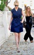 <b>凯莉·米洛  穿Yves Saint Laurent无袖风衣优雅出街</b>