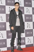 郑宇成身着黑色风衣亮相电影《今天》的VIP首映式