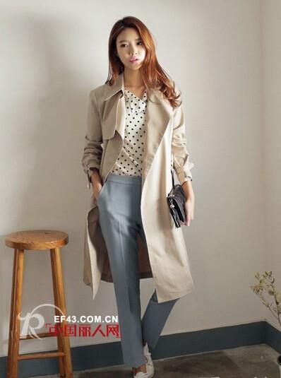 这个秋天流行什么款型的风衣外套?