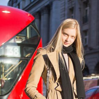 俄罗斯模特娜斯提娅·库萨齐纳 用驼色风衣打造优雅日装Look!