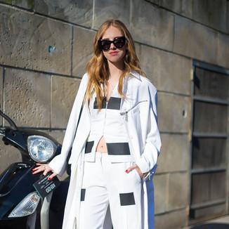 2014春季篇:嘉拉·法拉格尼  博主时髦露脐装搭配白色长风衣