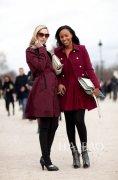 2012春季欧美型人酒红色风衣穿搭示范欧美街拍