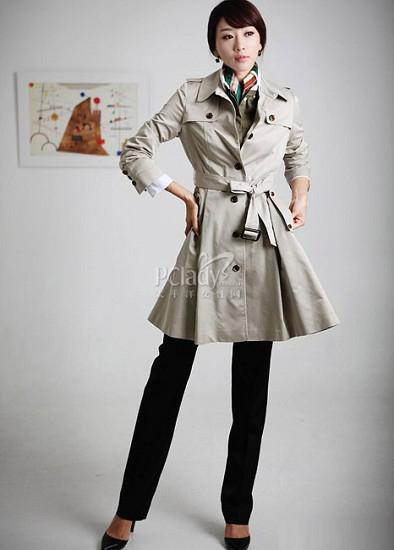 用风衣塑造秋季优雅 显得更加时尚和大气