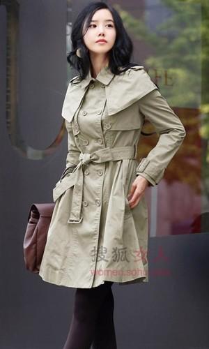 保暖又时尚的经典风衣 在秋风中演绎自己的婀娜身姿