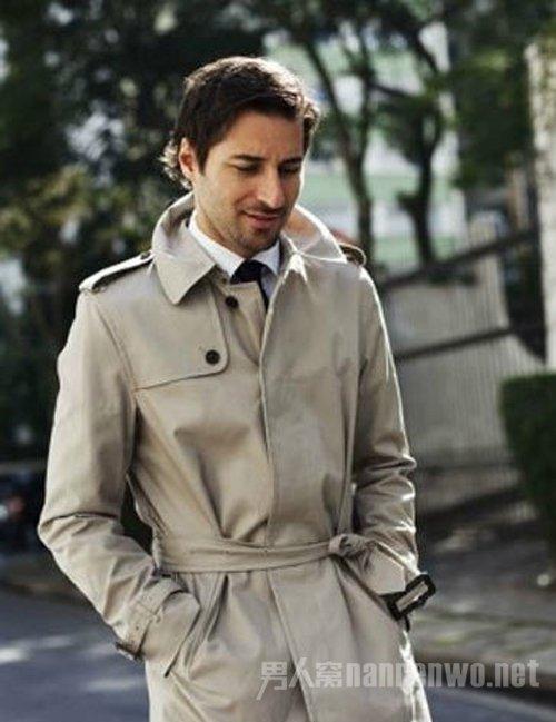 保暖潇洒的秋季穿搭 属风衣最受瞩目
