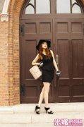 时尚单品小黑裙打造三种魅力LOOK 成熟干练篇